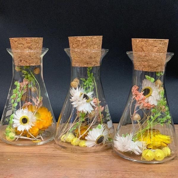 Erlenmeyer en fleurs séchées jaune